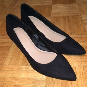 Kitten heel 🐱 black suede pump